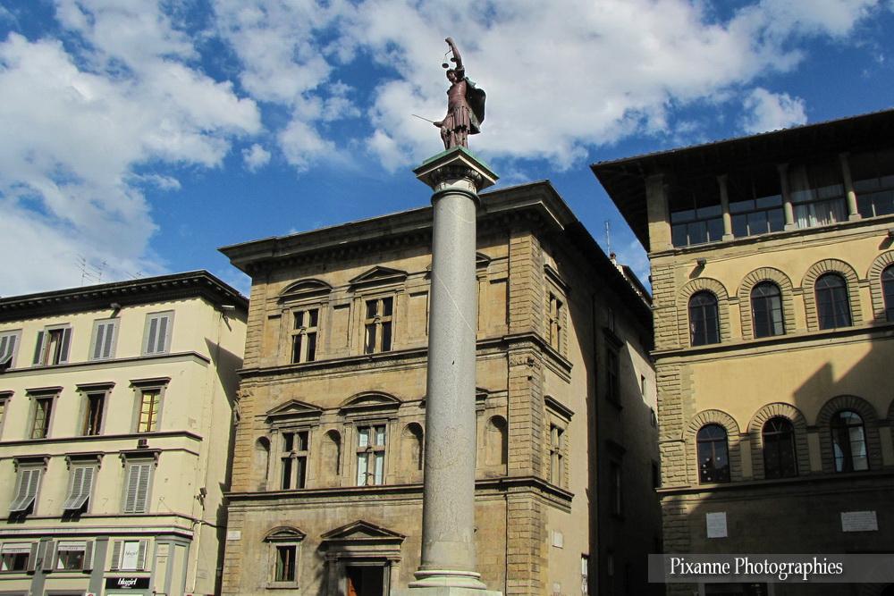 Europe, Italie, Florence, Piazza Santa Trinita, Liberté, Souvenirs de Voyages, Pixanne Photographies