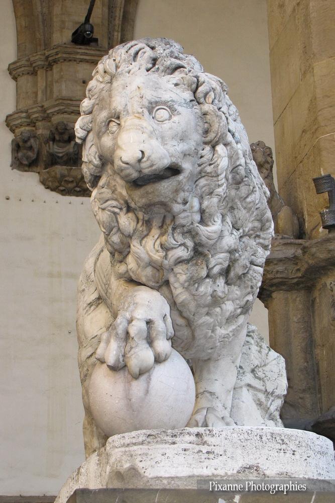 Europe, Italie, Florence, Piazza della Signoria, Place de la Seigneurie, Loggia dei lanzi, loggia della Signoria, Lion, Souvenirs de Voyages, Pixanne Photographies