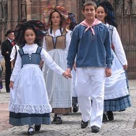 Folklore en Alsace * Costume Alsacien