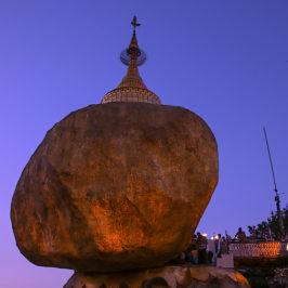Myanmar J04 . Yangon . Bago . Kyaikhtiyo (Rocher d'Or)